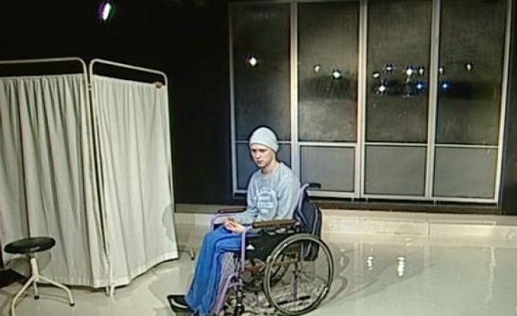 """Dzięki internetowemu teatrowi TVP młodzież zobaczyła dziś przedstawienie Teatru Pinokio w Łodzi pt. """"Oskar i pani Róża""""."""