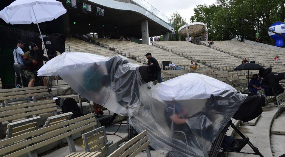 Deszcz podczas próby przeszkadzał nie tylko wykonawcom (fot. Ireneusz Sobieszczuk)