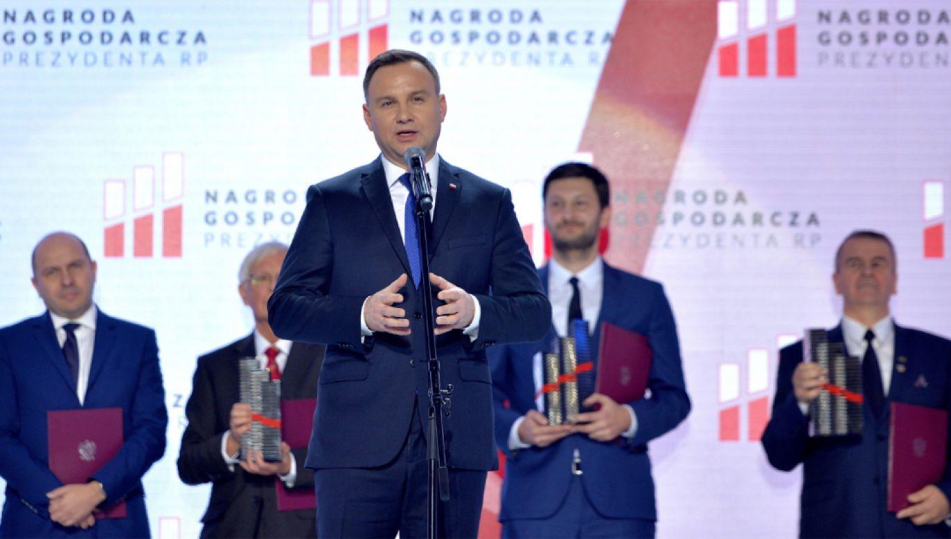 Prezydent Andrzej Duda podczas gali XV edycji Nagrody Gospodarczej Prezydenta RP (fot. PAP/Darek Delmanowicz)