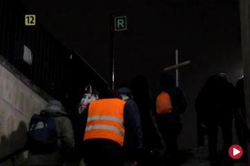 Polska Droga Krzyżowa ulicami nocnego Londynu