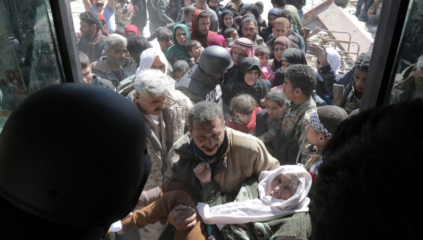W obliczu tureckiej ofensywy z Afrin uciekły w ostatnich dniach dziesiątki tysięcy ludzi (fot. PAP/EPA/YOUSSEF BADAWI)