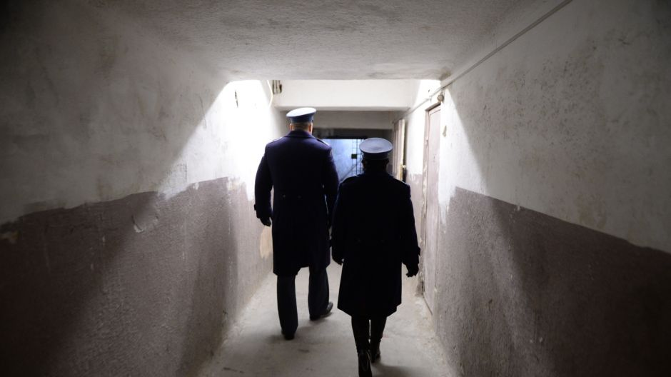 Strażnicy w gmachu b. aresztu śledczego Ministerstwa Bezpieczeństwa Publicznego przy ul. Rakowieckiej/PAP/Jacek Turczyk