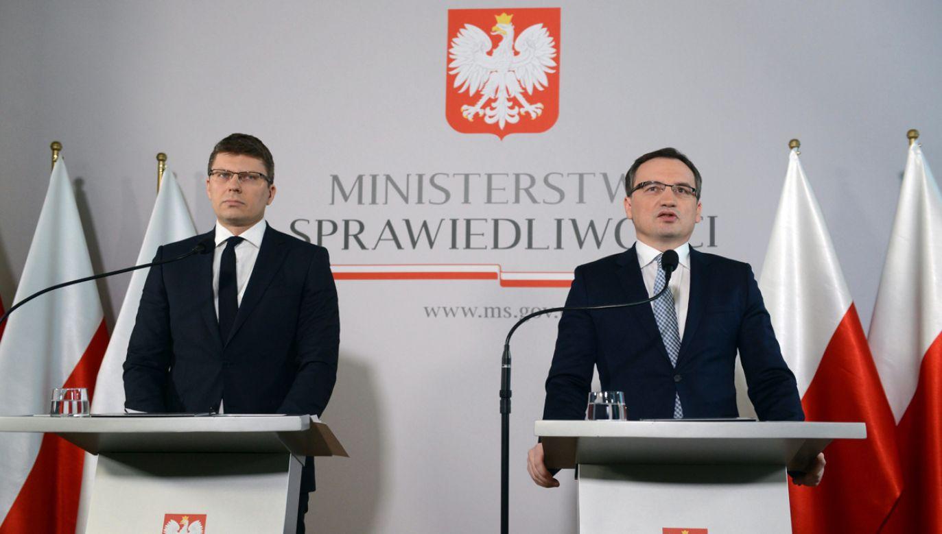 Minister sprawiedliwości Zbigniew Ziobro (P) (fot. PAP/Jakub Kamiński)