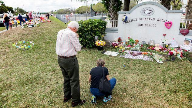 W strzelaninie na Florydzie zginęło 17 osób (fot. PAP/EPA)