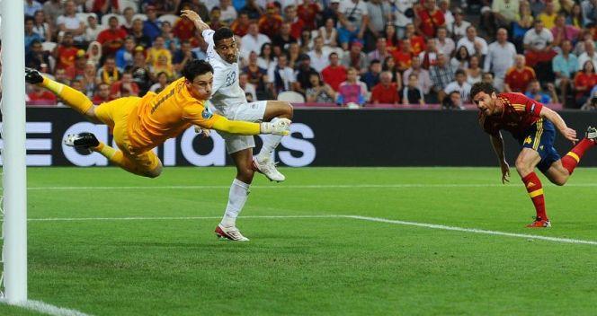 W ćwierćfinałowym meczu z Francją Xabi Alonso dwoma golami uczcił setny mecz w hiszpańskich barwach (fot. Getty Images)