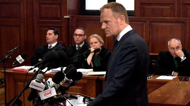 Donald Tusk zeznaje jako świadek przed sądem (fot.  PAP/Bartłomiej Zborowski)