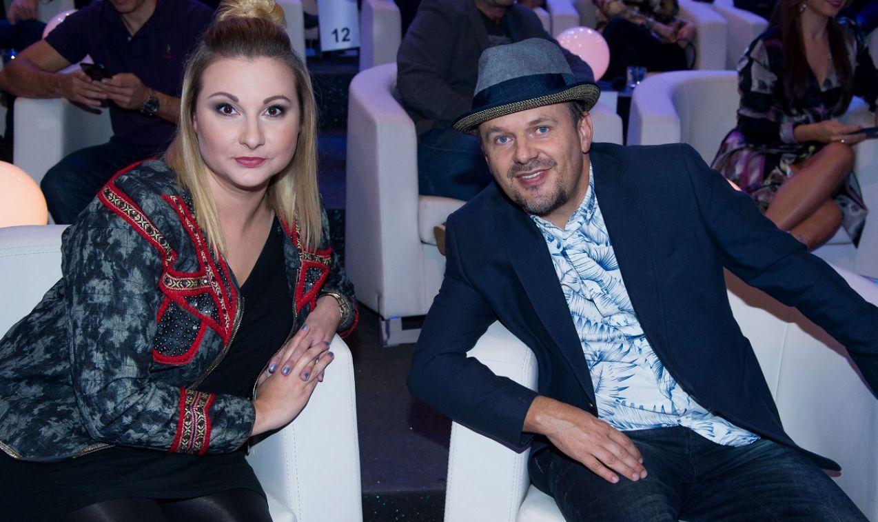 """Edyta Strzycka i Krzysztof """"Kasa"""" Kasowski odpowiadali śpiewająco (fot. TVP)"""