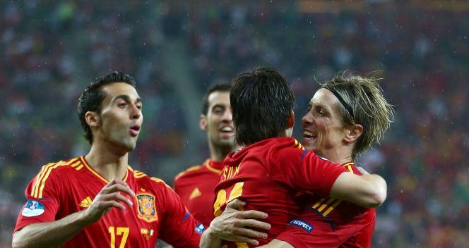 La Roja cieszą się z drugiego gola Davida Silvy (fot. Getty Images)