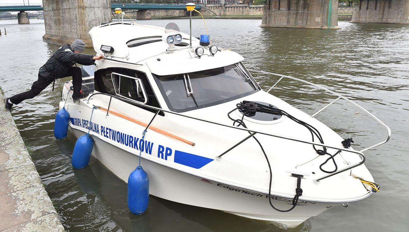 Policja przeszukuje sonarem Wisłę (fot. arch.PAP/Jacek Bednarczyk)