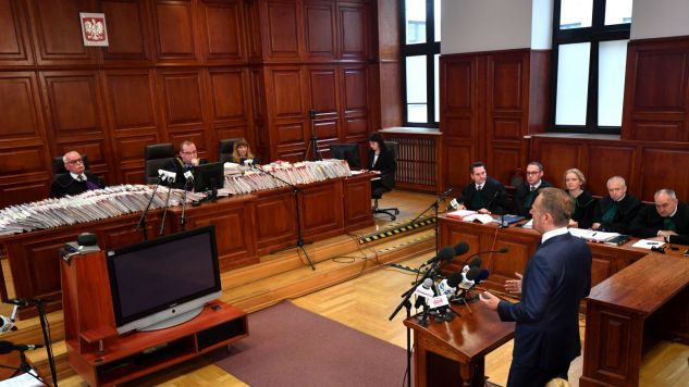 Donald Tusk składa zeznania w procesie b. szefa KPRM Tomasza Arabskiego oraz czterech innych urzędników (fot. PAP/Bartłomiej Zborowski)