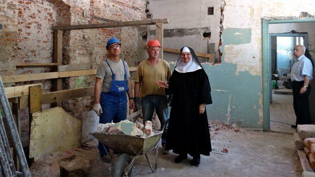 Benedyktynki zebrały pieniądze na remont klasztoru w sieci (fot. zrob1malykrok.pl)