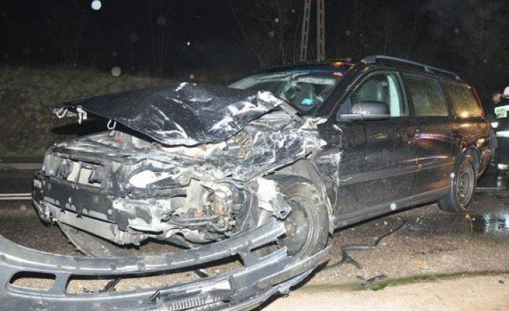W wyniku uderzenia śmierć na miejscu poniósł kierowca peugeota. (fot. KWP Olsztyn).
