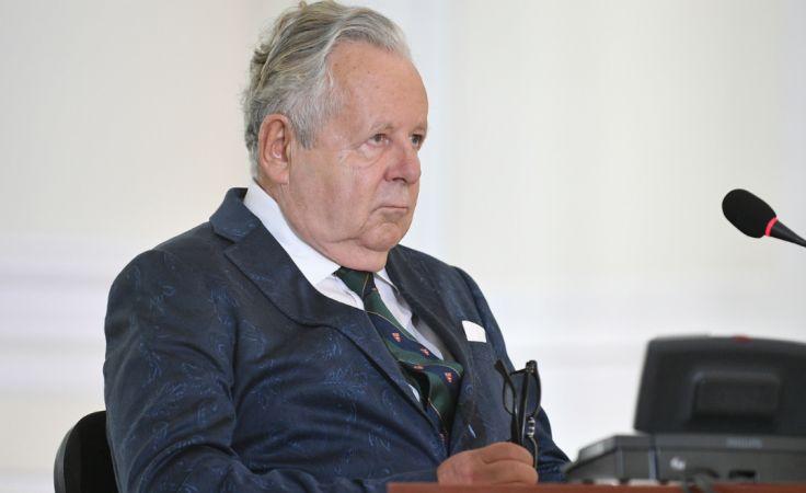 Jan Stachura zeznaje jako świadek przed komisją weryfikacyjną. Fot.: PAP/Marcin Obara