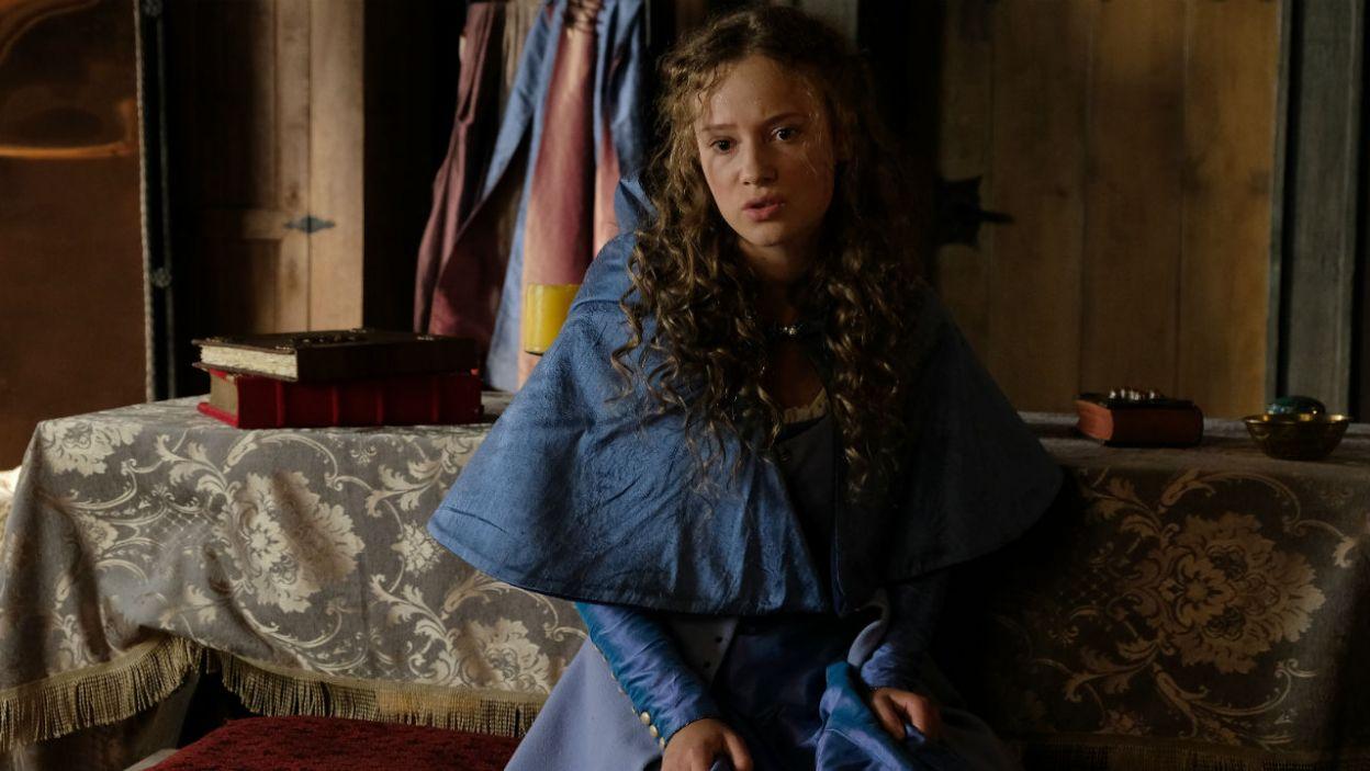 – Jesteś zazdrosna. Przestań być taka dla Adelajdy – królewna Kundzia bierze w obronę macochę i Jolentę (fot. TVP)