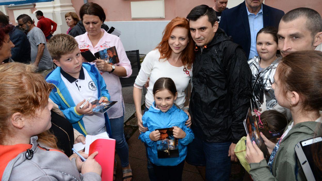 Gwiazdy, m.in. Karina Seweryn, która kreuje postać Egle, chętnie pozowały do zdjęć (fot. J. Bogacz/TVP)