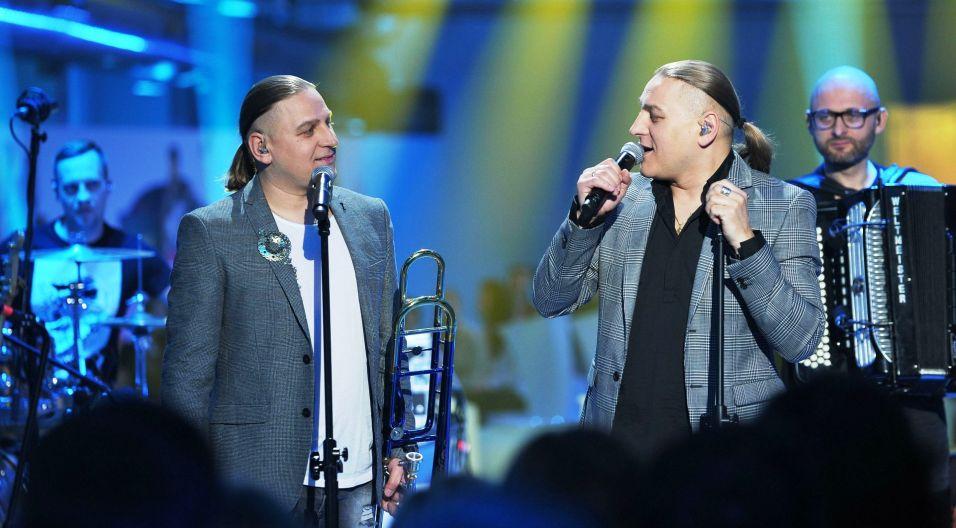 W tym odcinku do grona jurorów dołączyli bracia Golec... (fot. N. Młudzik/TVP)