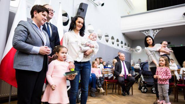 Wicepremier Beata Szydło spotkała się w poniedziałek z mieszkańcami Leszna (fot. PAP/Marek Zakrzewski)