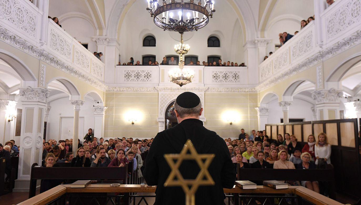 Synagoga im. Nożyków przy ul. Twardej w Warszawie  (fot. arch. PAP/Bartłomiej Zborowski)