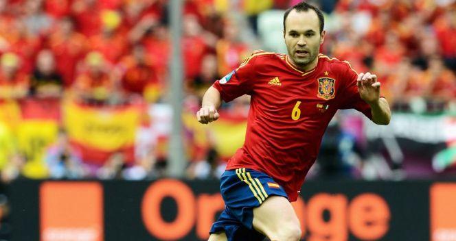 Andres Iniesta błyszczał zdaniem UEFA najmocniej – otrzymał nagrodę MVP turnieju (fot. Getty Images)