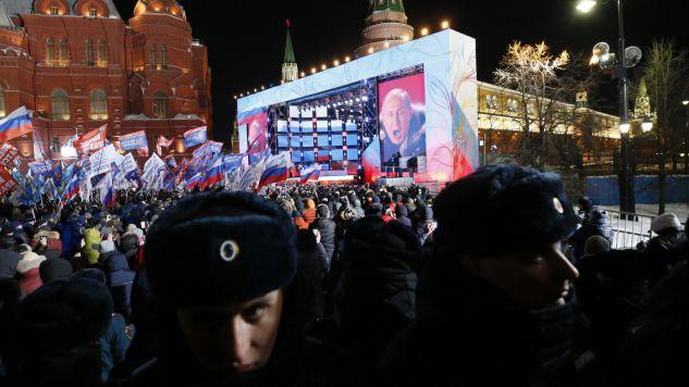Wiec i koncert na placu Maneżowym zorganizowano w czwartą rocznicę aneksji Krymu (fot. PAP/EPA/MAXIM SHIPENKOV)