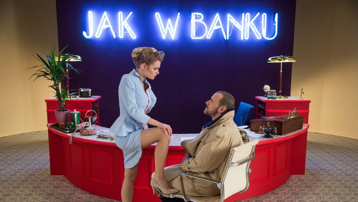 Spektakl opowiada o skutkach niecodziennego spotkania atrakcyjnej urzędniczki z niezwykle zagadkowym klientem (Fot. J. Bogacz/TVP)