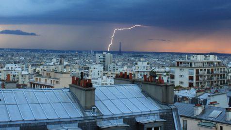 Nad Paryżem przeszła po południu burza (fot. www.flickr.com/ Gaël Chardon)