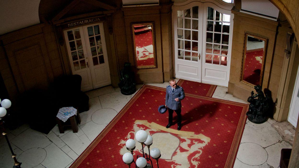 W pensjonacie pojawia się więc inspektor Ramona; w tej roli Andrzej Mastalerz (fot. Mirosława Łukaszek)