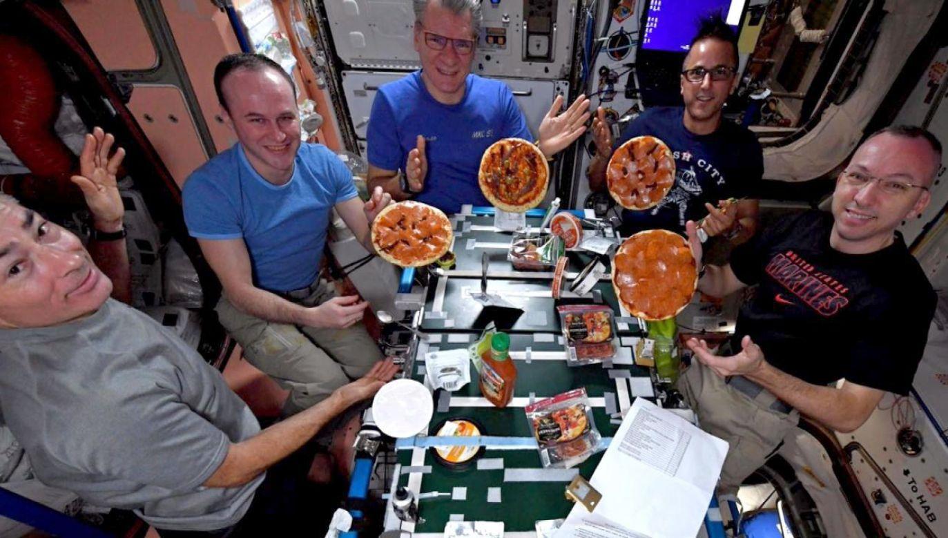 Nagranie z uczty astronauci zamieścili w internecie (fot. NASA/YouTube)