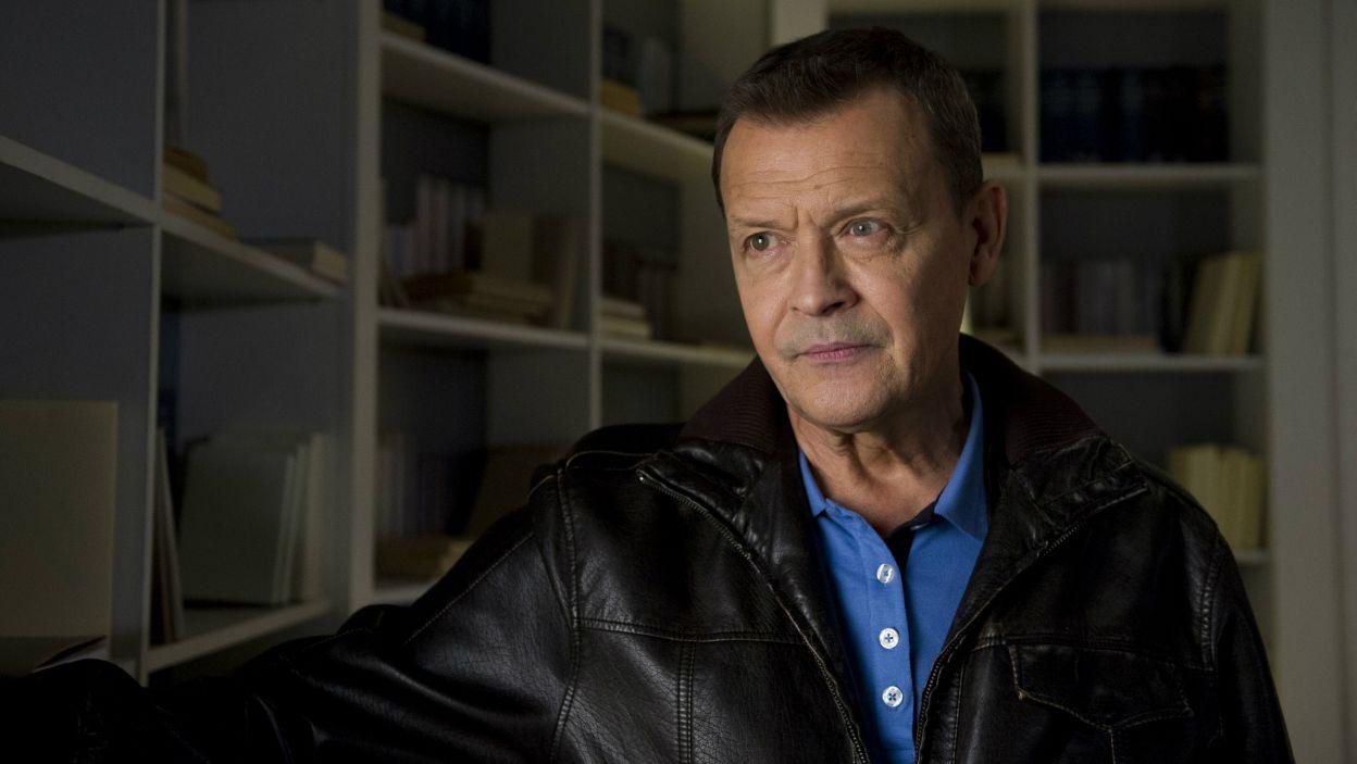 George, którego postać kreuje Jan Frycz, to mężczyzna, który pragnie dostać drugą szansę w życiu i odzyskać utraconą pasję i młodość (fot. N. Młudzik TVP)