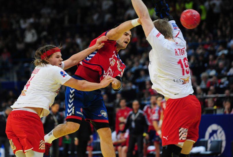 Nenad Vucković w akcji ofensywnej (fot. PAP/EPA)