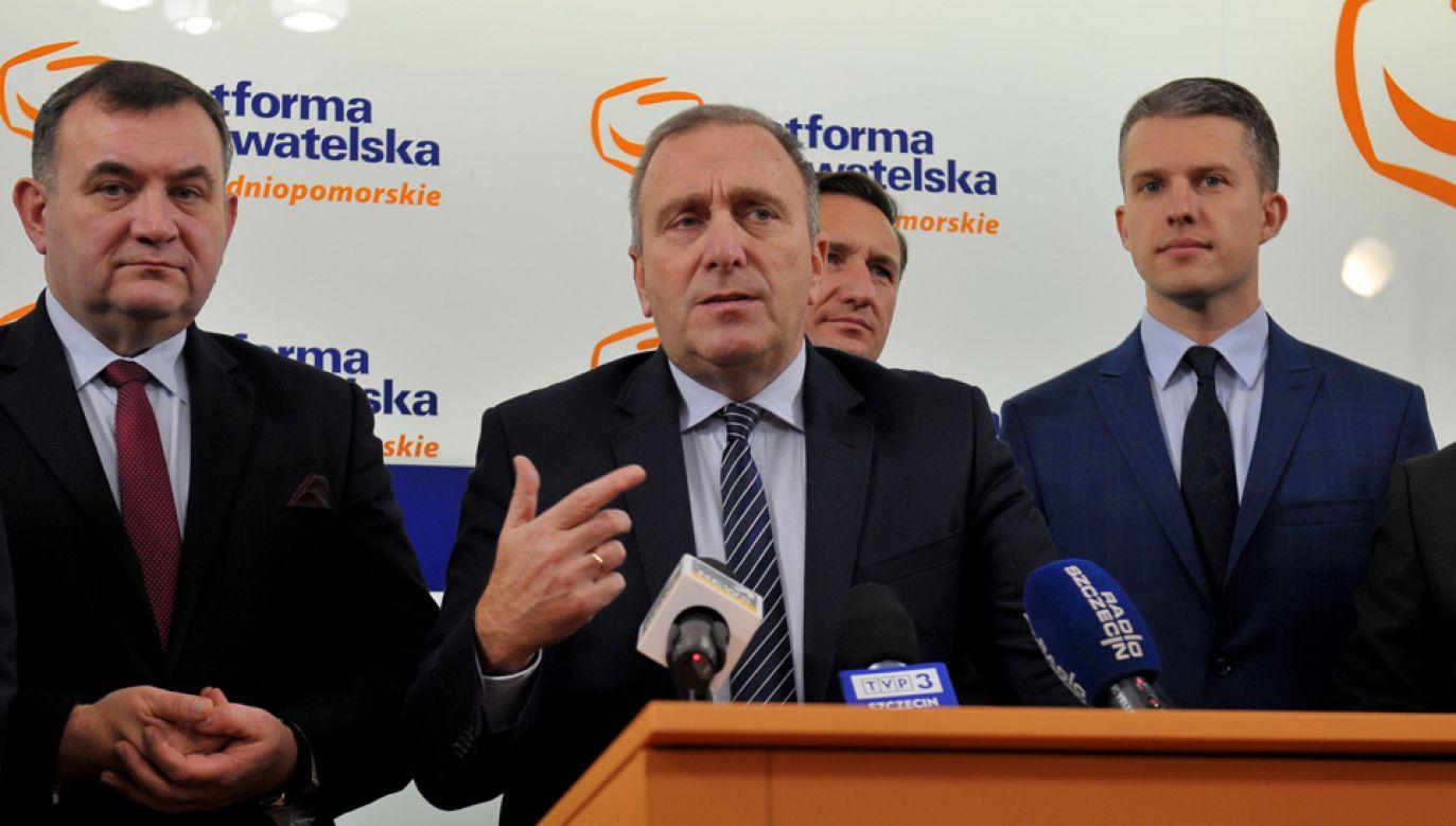 Przewodniczący PO Grzegorz Schetyna podczas konferencji prasowej w Szczecinie (fot. PAP/Marcin Bielecki)