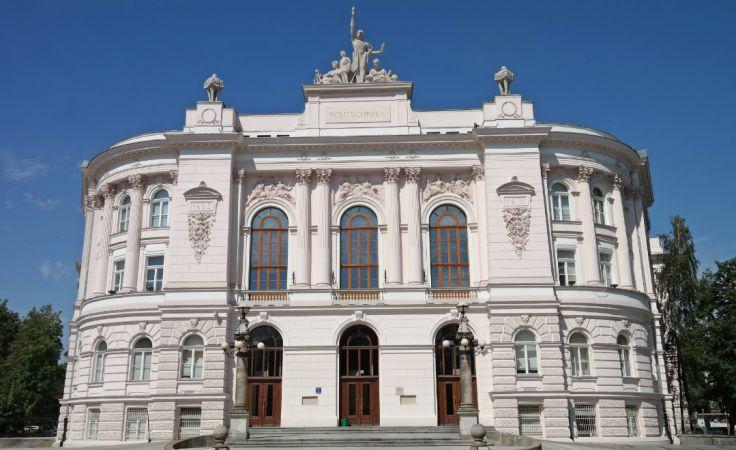 Gmach Główny Politechniki Warszawskiej. Fot.: Politechnika Warszawska/materiały prasowe