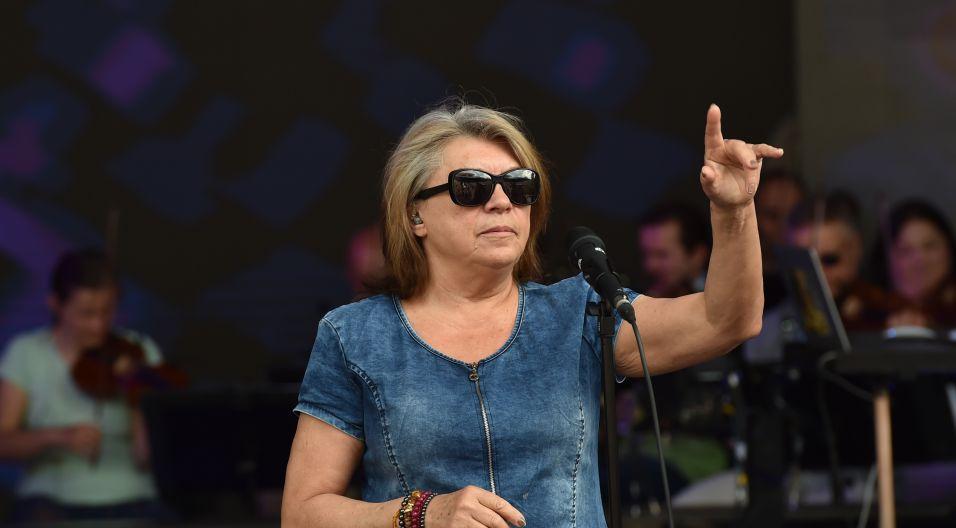 """Krystyna Prońko zaśpiewa znaną wszystkim piosenkę """"Jesteś lekiem na całe zło"""" (fot. I. Sobieszczuk/TVP)"""