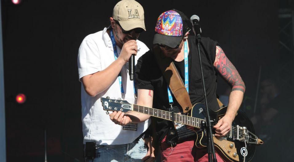 Sprzęty muzyczne również muszą zostać  sprawdzone przed koncertem (fot. TVP)