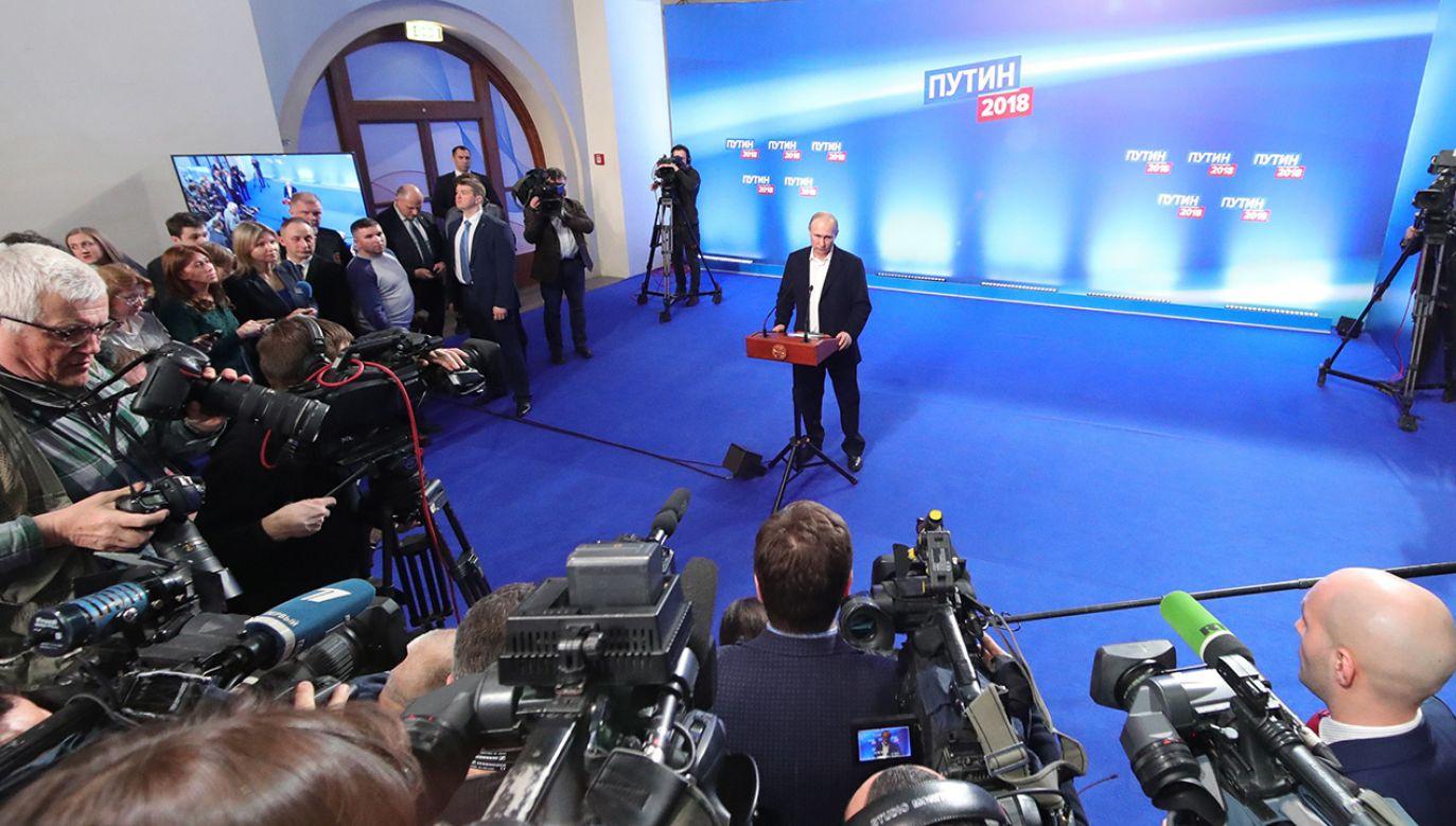 Cząstkowe wyniki wskazują, że Władimira Putina poparło 76,56 proc. wyborców (fot. PAP/EPA/MICHAEL KLIMENTYEV/SPUTNIK/KREMLIN POOL)