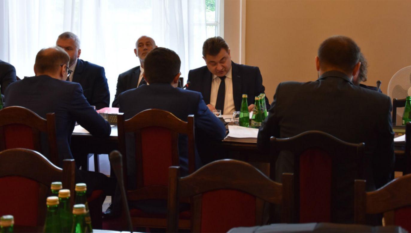 Sejmowa komisja energii i skarbu państwa (fot. twitter/sejm)