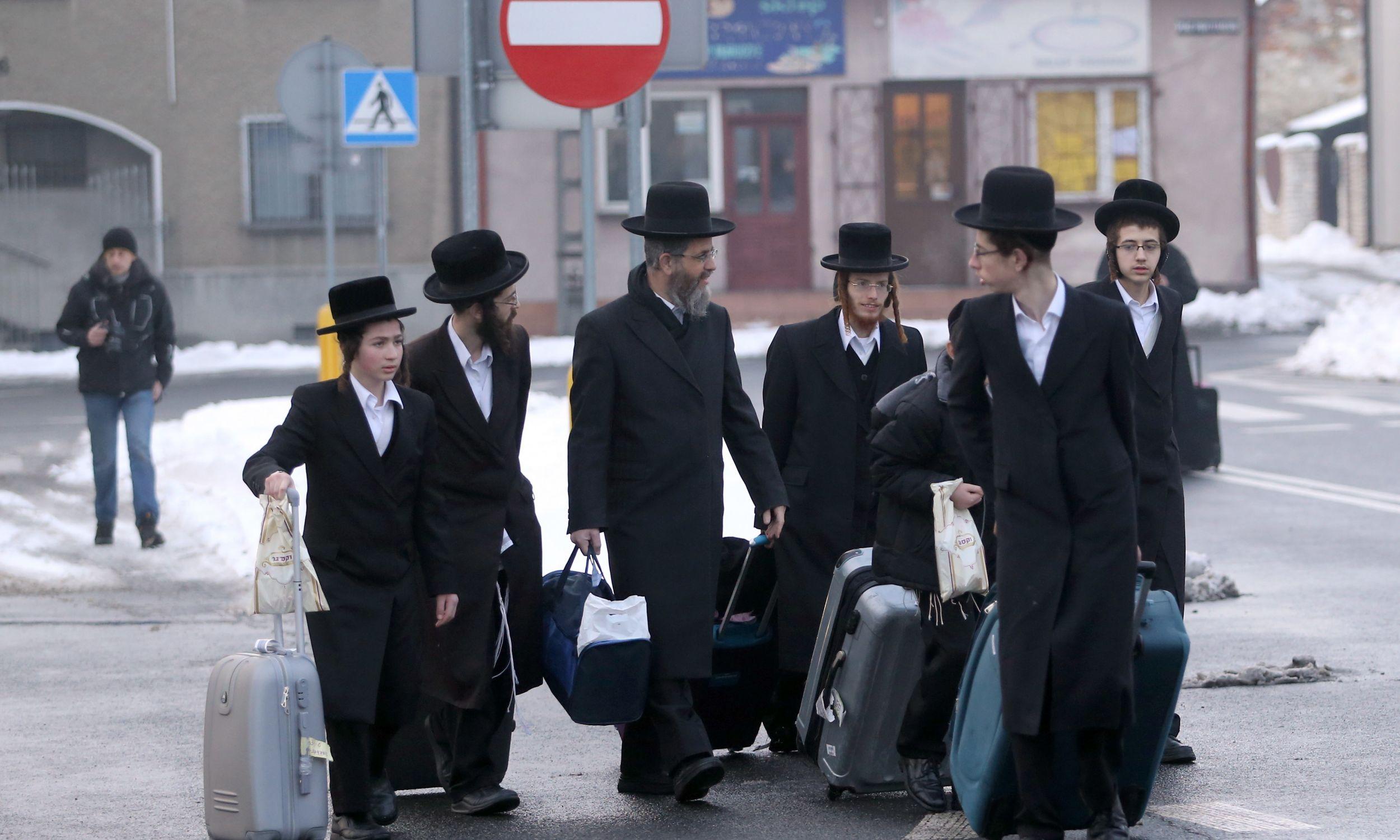 W rocznicę śmierci rabina Dawida Biedermana, pierwszego cadyka chasydzkiej dynastii Lelow, ortodoksyjni Żydzi z całego świata przyjeżdżają do Lelowa. Fot. PAP/Waldemar Deska