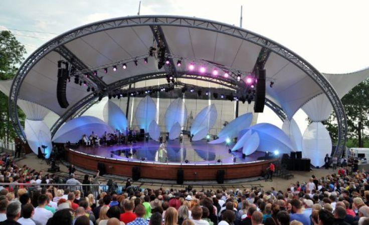 Koncerty gwiazd odbędą się w amfiteatrze nad Jeziorem Czos. (fot. J. Bogacz/TVP)