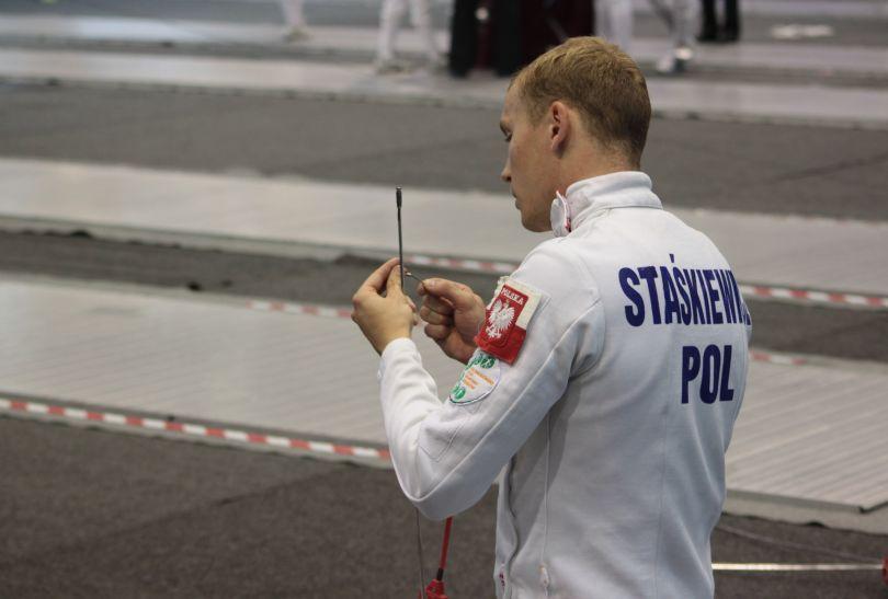 Szymon Staśkiewicz podczas zmagań na planszy szermierczej (fot. penthathlon.org.pl)