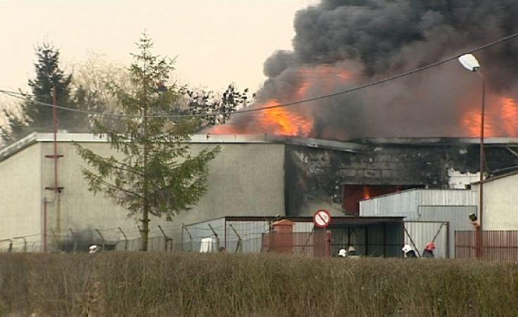 Płonie fabryka świec w Raczkach Elbląskich.