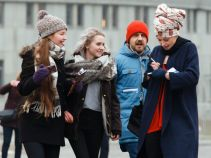Krzysiek próbuje udowodnić Lenie Fabickiej, że ukradła jego piosenkę (fot. Mateusz Wiecha/TVP)