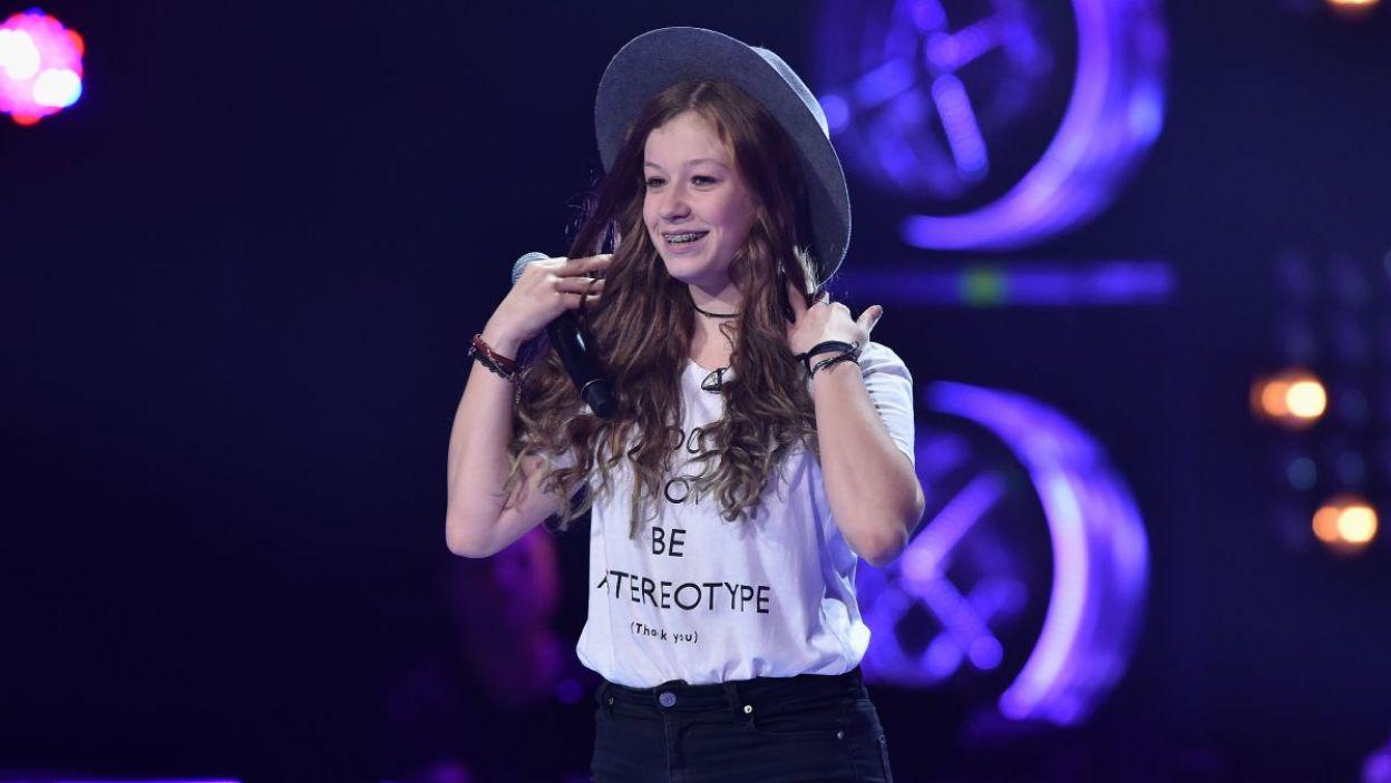 Zuzia Jabłońska ma 14 lat i głos, który zachwyca. Czy zachwycił również trenerów? (fot. TVP/I. Sobieszczuk)