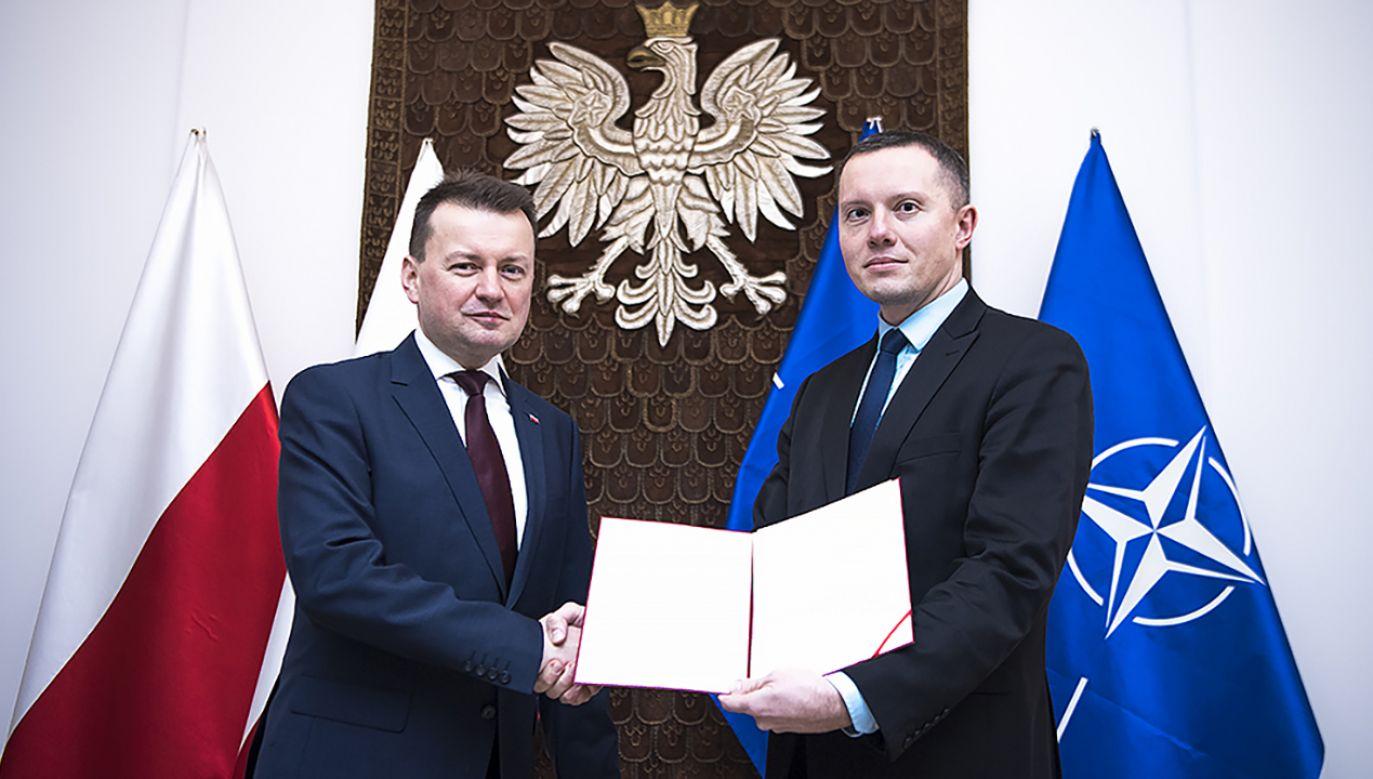 Szef MON Mariusz Błaszczak z nowym sekretarzem stanu Tomaszem Zdzikotem (fot. Flickr/ppor. Robert Suchy/CO MON)