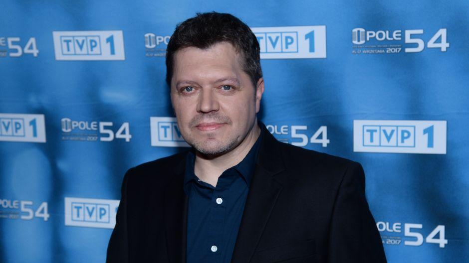 """Krzysztof Kiljański w koncercie Premiery zaśpiewa piosenkę """"W drodze"""" (fot. Jan Bogacz/TVP)"""