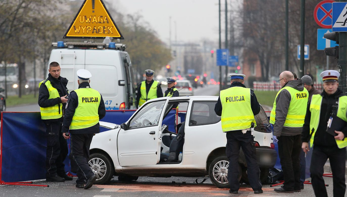 Na miejscu są policjanci i prowadzą czynności pod nadzorem prokuratury (fot. PAP/Leszek Szymański)