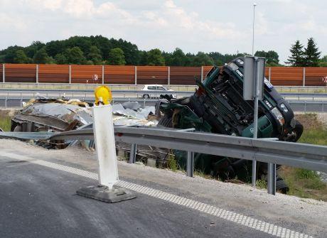 Kraksa cysterny na A1 w Nowym Ciechocinku