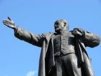 Wódz rewolucji spadł z piedestału. Na Ukrainie obalono kilka pomników Lenina