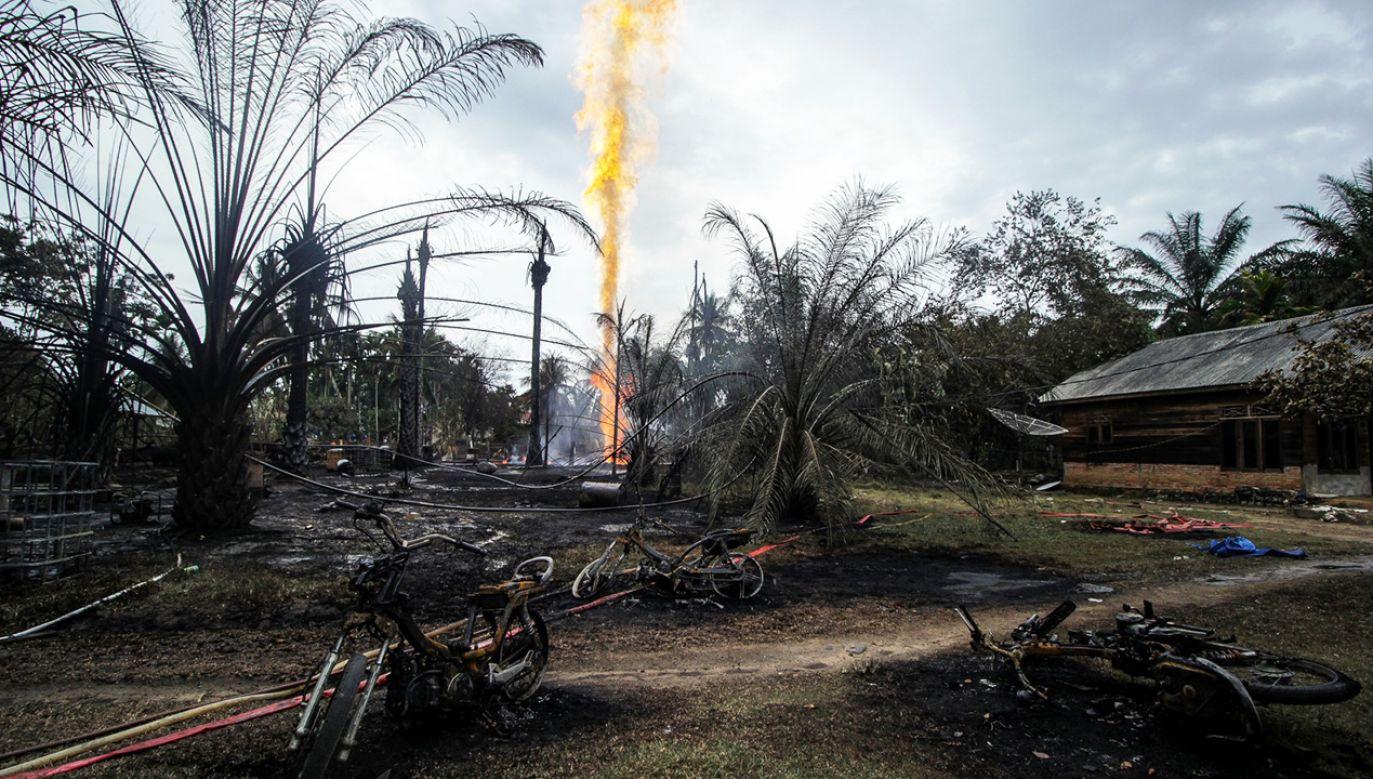 W Indonezji są dziesiątki tysięcy takich szybów (fot. PAP/EPA/ZIKRI)