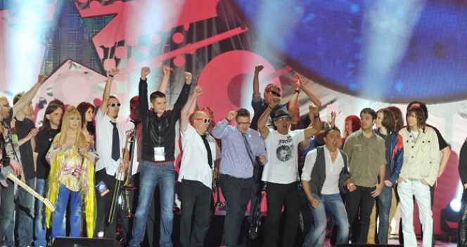 Radość finalistów konkursu o hit na Euro 2012 (fot. TVP/Jan Bogacz)