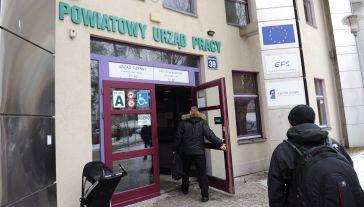 Większość obywateli Ukrainy przebywa w Polsce tymczasowo na podstawie wiz, korzystając z ułatwionego dostępu do rynku pracy (fot. arch.  PAP/Marcin Bielecki)